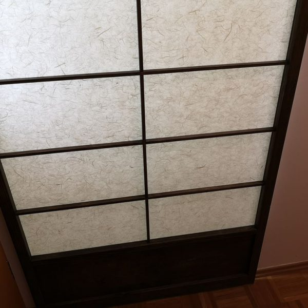Garderobna omara s shoji vrati